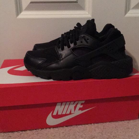 7d9944503c31 footlocker Shoes - Black womens huaraches